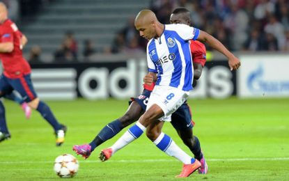 Brahimi falha golo de baliza aberta contra Penafiel