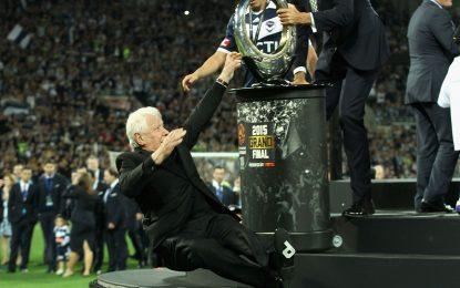 Queda épica do presidente da Federação Australiana de Futebol