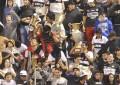hinchas-de-olimpia-presumen-de-las-copas-que-robaron-del-museo-de-guarani-_859_573_1237349
