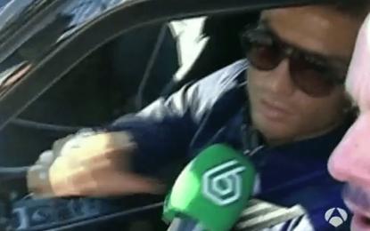 Cristiano Ronaldo afasta microfone da imprensa espanhola