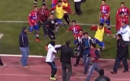 Tremenda batalha campal entre equipas do Universitario de Sucre e Sport Boys