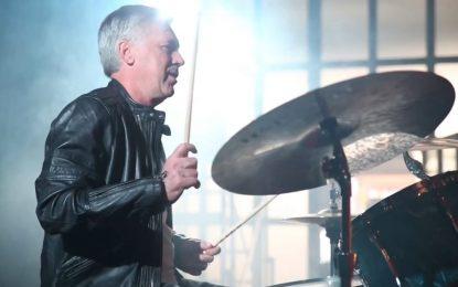 Carlo Ancelotti baterista – Treinador italiano em versão roqueira