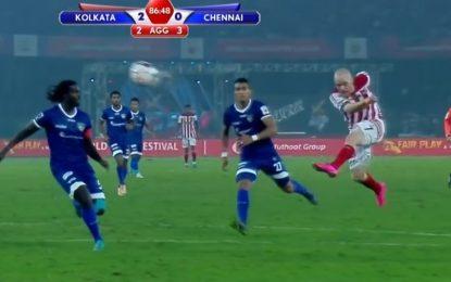 O golo do ano na Índia; superbo volley de Iain Hume