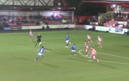 Jogador do Portsmouth marca um dos golos do ano