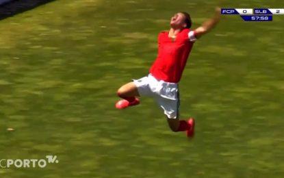 Vídeo: O golaço de Hugo Félix no FC Porto-Benfica de sub-17