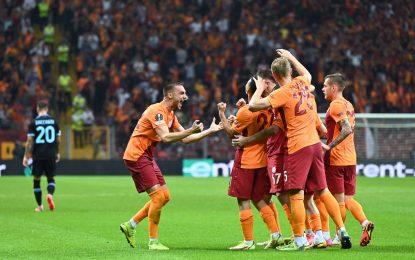 Vídeo: O surreal autogolo no Galatasaray-Lazio
